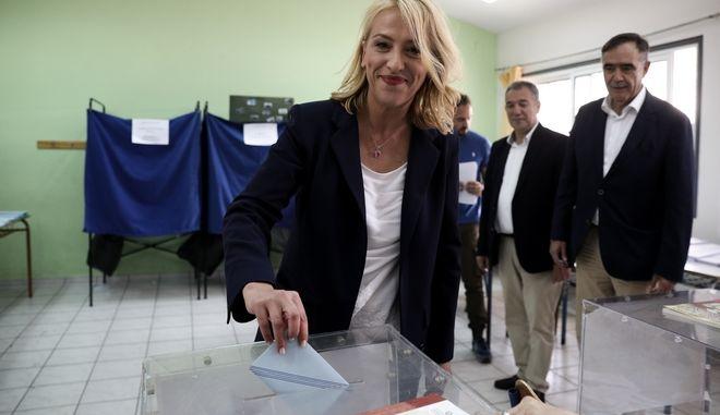 Η Υποψήφια Περιφερειάρχης, Ρένα Δούρου
