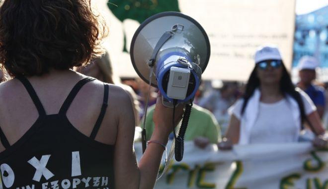 ΑΘΗΝΑ-Συγκέντρωση ενάντια στην εξόρυξη χρυσού στις Σκουριές καλούν στο ΥΠΑΠΕΝ  η Επιτροπή Αγώνα Χαλκιδικής και Θεσσαλονίκης ενάντια στην εξόρυξη χρυσού και η Επιτροπή αλληλεγγύης στη Χαλκιδική Αττικής ,στον σταθμό του μετρό Αμπελόκηποι και πορεία προς το ΥΠΑΠΕΝ.(Eurokinissi-ΣΤΕΛΙΟΣ ΜΙΣΙΝΑΣ)