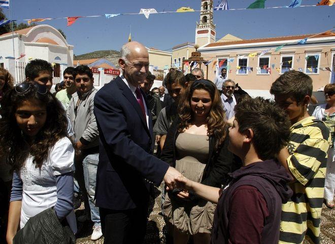 Στις 23 Απριλίου 2010, ο Γιώργος Παπανδρέου απευθύνεται στον ελληνικό λαό από το Καστελόριζο