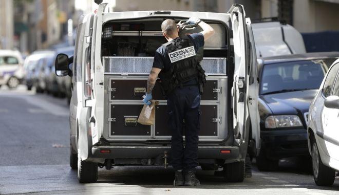 Γαλλία: Τέσσερις συλλήψεις υπόπτων για τρομοκρατία δυτικά του Παρισιού