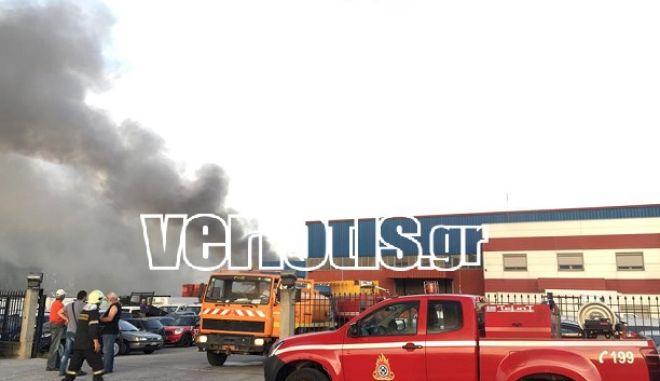Φωτιά σε εργοστάσιο στη Βέροια