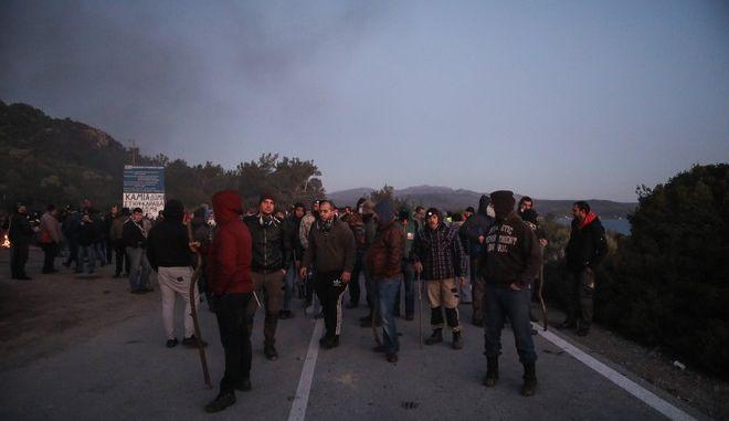 Επεισόδια μεταξύ ΜΑΤ και κατοίκων στη θέση Καράβα Μανταμάδο