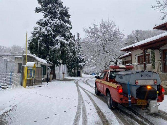 Έντονη χιονόπτωση στη Λαμία