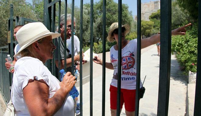 Κλειστός ο αρχαιολογικός χώρος της Ακρόπολης από τις 2 το μεσημέρι λόγω των υψηλών θερμοκρασιών, Δευτέρα 16 Ιουλίου 2012. (EUROKINISSI/ΓΕΩΡΓΙΑ ΠΑΝΑΓΟΠΟΥΛΟΥ)