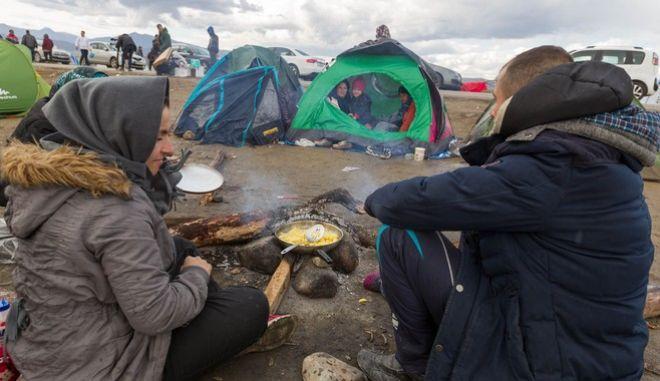 Η ΠΓΔΜ επιτρέπει τη διέλευση μόνο σε πρόσφυγες από εμπόλεμες ζώνες