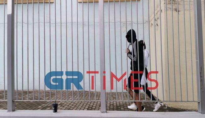 ΕΠΑΛ Σταυρούπολης: Ακροδεξιοί μπαινοβγαίνουν ανενόχλητοι υπό το βλέμμα αστυνομικών