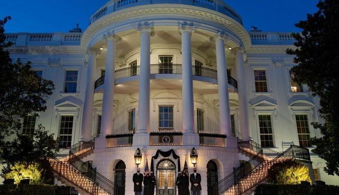 Τελετής μνήμης στον Λευκό Οίκο για τους 500.000 νεκρούς