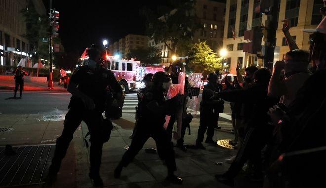 Απο τις ταραχές στις ΗΠΑ.