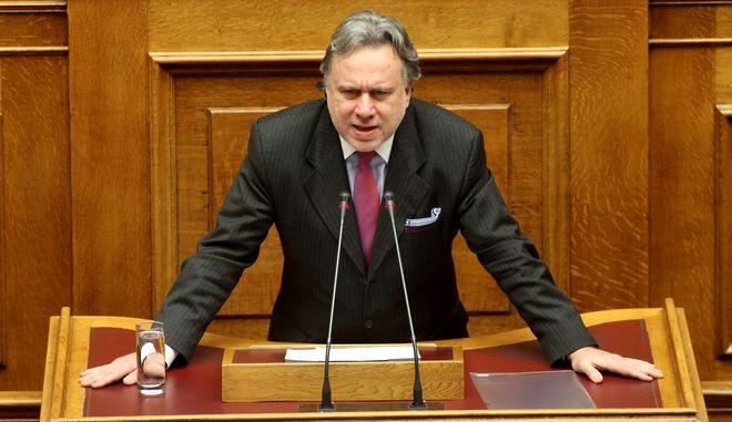 Κατατίθεται στη Βουλή το νομοσχέδιο για τις επαναπροσλήψεις