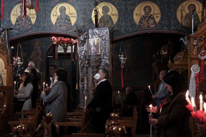Χριστός Ανέστη στις εκκλησίες έπειτα από 40 ημέρες