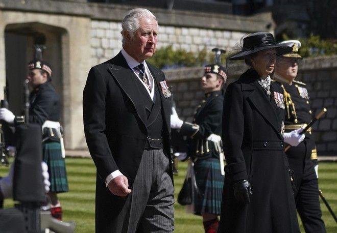 Ο Πρίγκιπας Κάρολος και η Πριγκίπισσα Άννα στην πομπή της κηδείας του Πρίγκιπα Φίλιππου