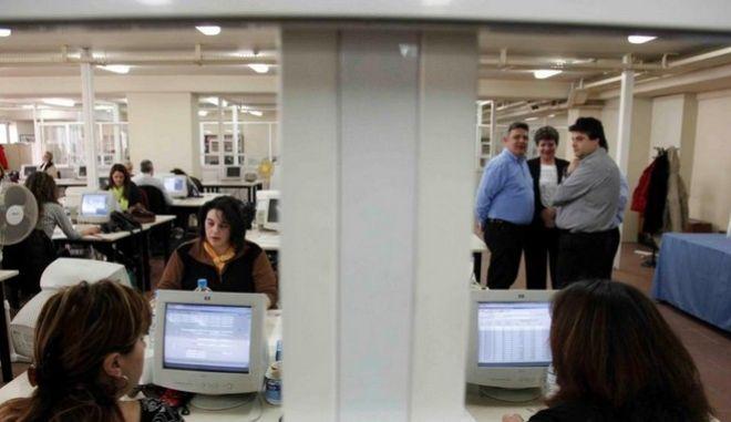 ΕΛΣΤΑΤ: Σε φθίνουσα πορεία το εργατικό δυναμικό της χώρας