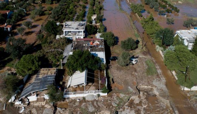 """Φωτογραφία από την Κινέτα, που υπέστη μεγάλες ζημιές από την κακοκαιρία """"Γηρυόνης"""""""