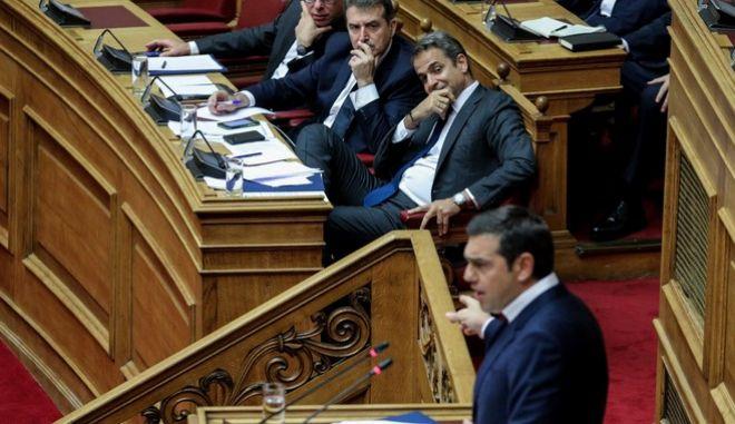Ο Αλέξης Τσίπρας στην ομιλία του στη Βουλή υπό το βλέμμα των Μητσοτάκη-Χρυσοχοΐδη