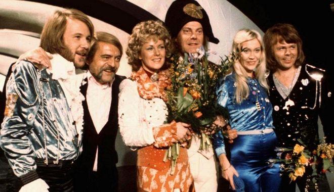 6 Απριλίου, 1974, οι ABBA βγαίνουν πρώτοι στον διαγωνισμό της Eurovision.