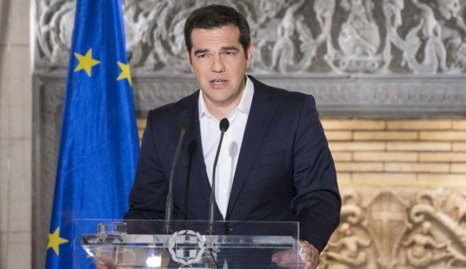 Μέτρα κοινωνικής προστασίας ανακοινώνει απόψε ο Α. Τσίπρας