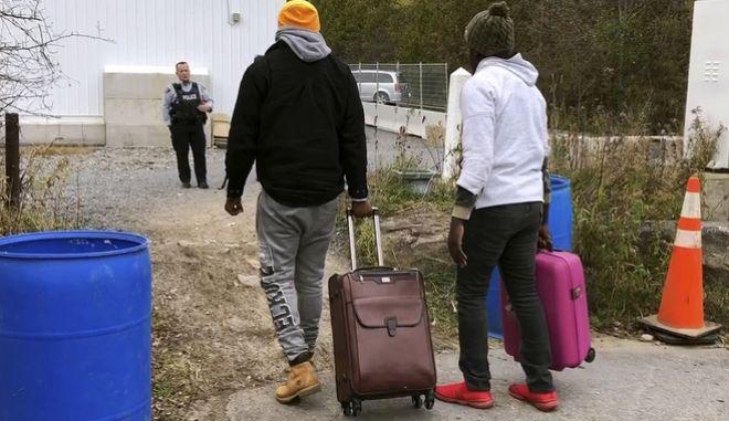 Δύο άντρες στα σύνορα ΗΠΑ - Καναδά