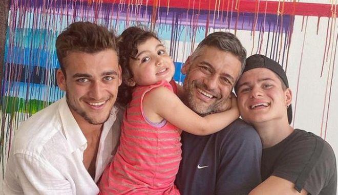 Ο Στέλιος Κρητικός με τα παιδιά του