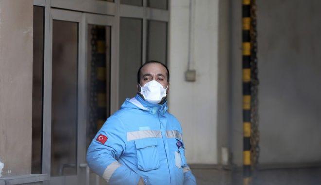Γιατρός με μάσκα στην Τουρκία