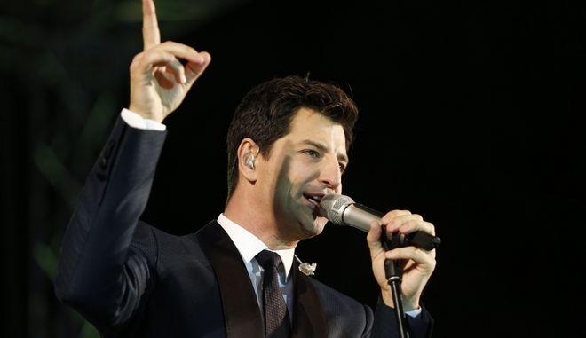 Ο τραγουδιστής Σάκης Ρουβάς