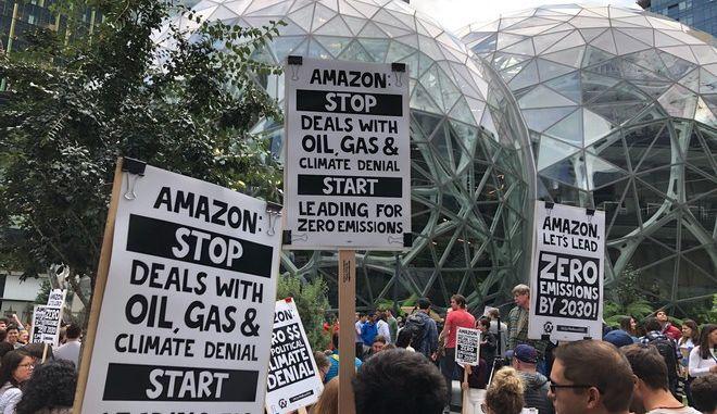 Ο ακτιβισμός των εργαζομένων και η εξωτερική πίεση έχουν ωθήσει τις μεγάλες εταιρείες τεχνολογίας όπως η Amazon, η Microsoft και η Google να υποσχεθούν να μειώσουν τις εκπομπές άνθρακα.