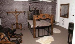Το 'μπουντρούμι των Ναζί' - Συμμορία βασάνισε και κακοποίησε σεξουαλικά έναν 27χρονο