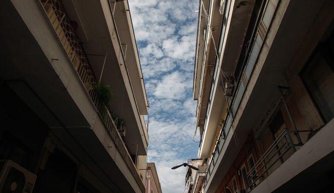Κτήρια στην πόλη των Τρικάλων. (EUROKINISSI/ΘΑΝΑΣΗΣ ΚΑΛΛΙΑΡΑΣ)