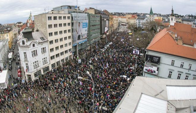 Μαζική διαδήλωση στη Μπρατισλάβα για τη δολοφονία δημοσιογράφου