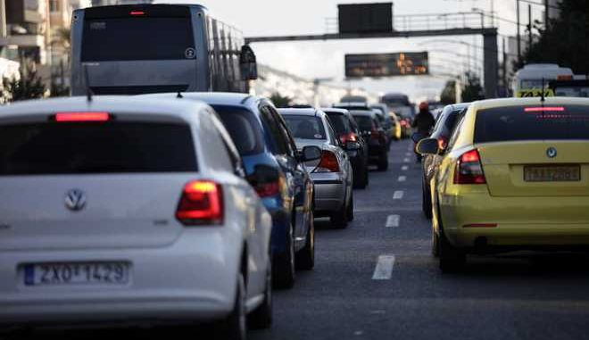 Κίνηση οχημάτψν στην Λεωφόρο Συγγρού την Πέμπτη 26 Οκτωβρίου 2017. Αυξημένη, σύμφωνα με την Τροχαία, είναι η κίνηση σε όλους τους οδικούς άξονες που οδηγούν στο κέντρο της Αθήνας, εξαιτίας της 24ωρης απεργίας στο Μετρό. (EUROKINISSI/ΓΙΑΝΝΗΣ ΠΑΝΑΓΟΠΟΥΛΟΣ)