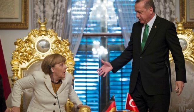 'Πόρτα' από την Μέρκελ στον Ερντογάν για κατάργηση της βίζας