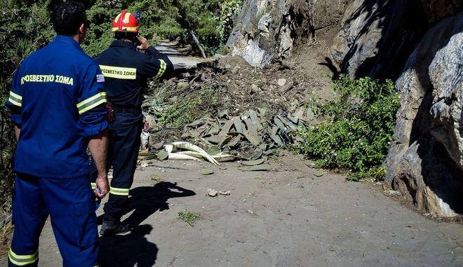 Επιχείρηση διάσωσης της πυροσβεστικής (φωτογραφία αρχείου)