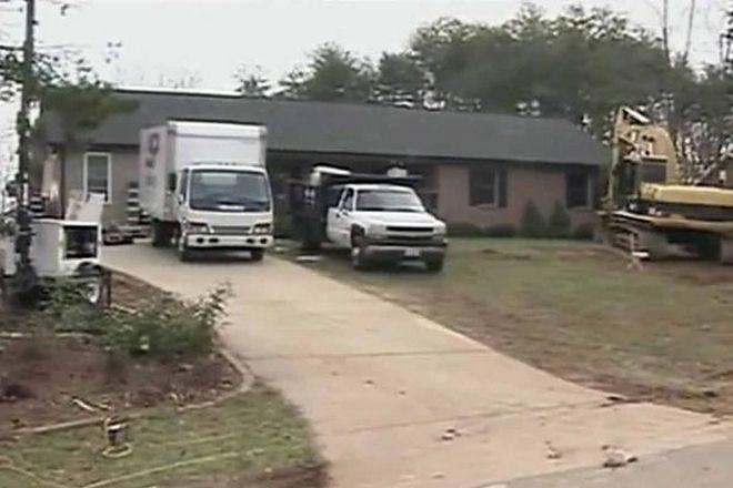Θετοί γονείς έδιωξαν τα παιδιά τους, αφού τα χρησιμοποίησαν για να αποκτήσουν πολυτελές σπίτι