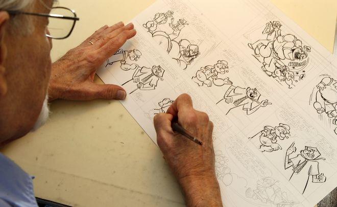 Ο σκιτσογράφος Hy Eisman δουλεύει πάνω στα σχέδια της σειράς κινουμένων σχεδίων του Ποπάυ