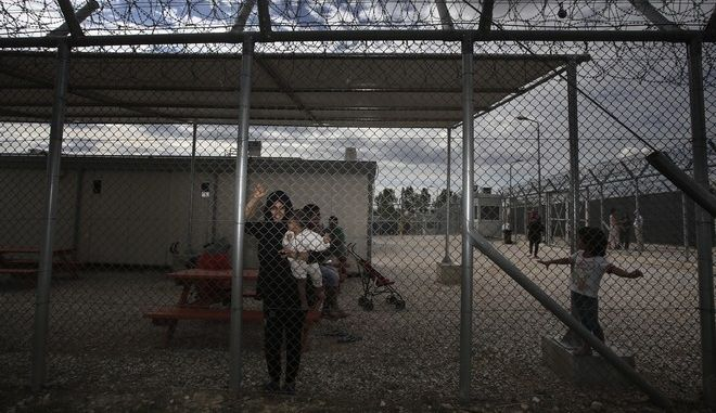 The Minister of Public Order and Citizen Protection, Nikos Toskas visits the Amygdaleza Detention Camp, in Athens, on Sept. 21, 2016. The Police facilities of Amygdaleza will operate as temprorary shelter for refugees and migrants who wish to return voluntarily to their home countries. /      ,         ,  ,  21 , 2016.     ,            -          .
