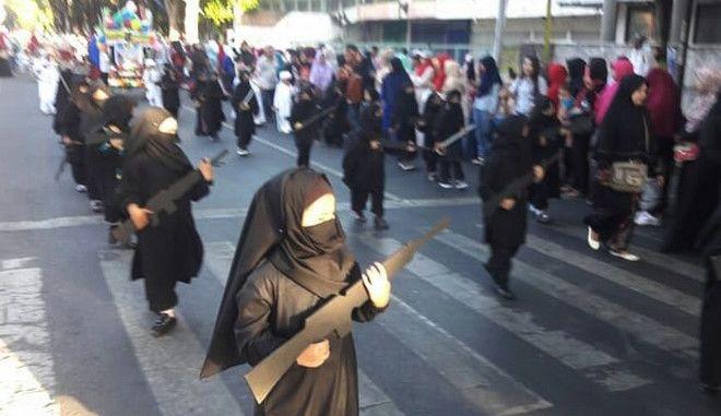 Νηπιαγωγείο έντυσε τζιχαντιστές τους μαθητές, για την Ημέρα της Ανεξαρτησίας