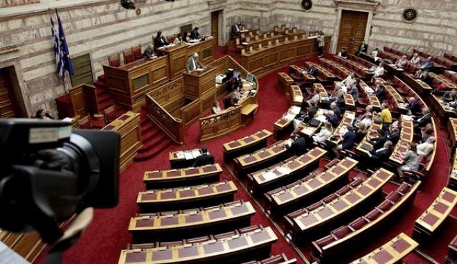 LIVE εικόνα: Ψηφίζεται το νομοσχέδιο για τα ΜΜΕ στη Βουλή