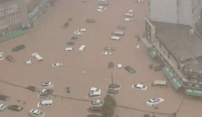 Πλημμύρες στην Κίνα: Στους 33 αυξήθηκαν οι νεκροί, οκτώ άνθρωποι αγνοούνται