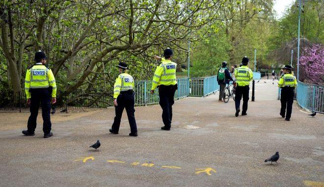 Αστυνομικοί σε πάρκο της Αγγλίας