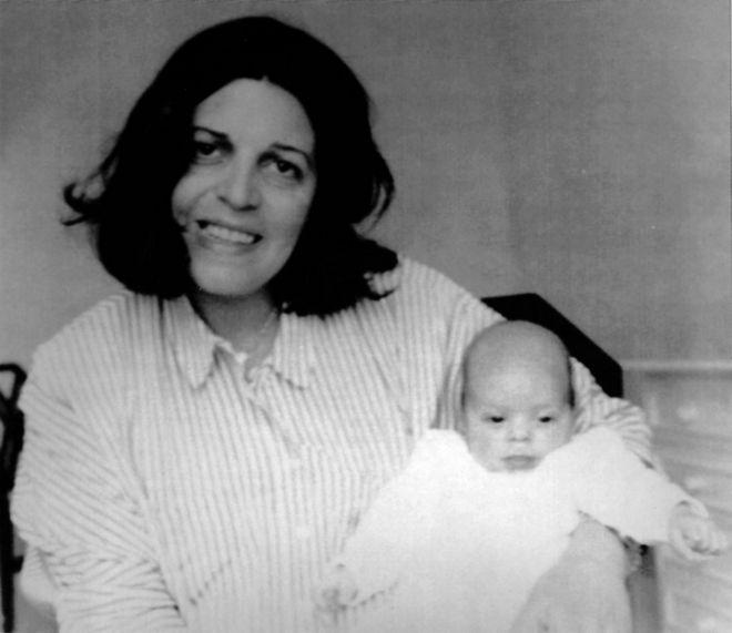 Η Χριστίνα Ωνάση με την μικρή Αθηνά το 1985.