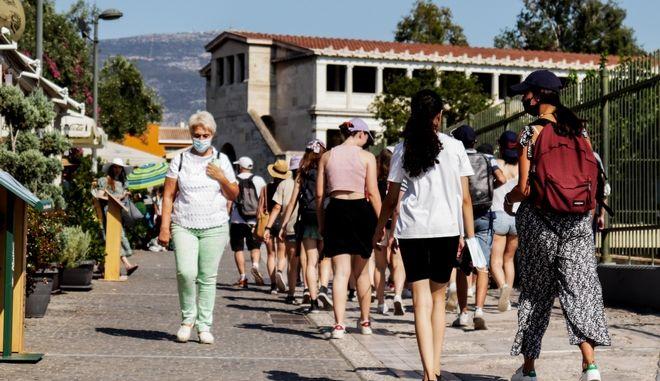 Κορονοϊός: Ασταμάτητη η επιδημία - Κατά χιλιάδες αυξάνονται πλέον τα ενεργά κρούσματα