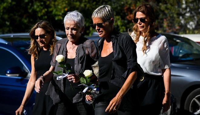 Κηδεία της Ρίκας Βαγιάννη στο κοιμητήριο της Νέας Ερυθραίας.