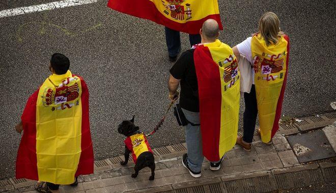 Βαρκελώνη: Δεκάδες διαδηλωτές υπέρ της ανεξαρτησίας συγκεντρώθηκαν στον κεντρικό σιδηροδρομικό σταθμό