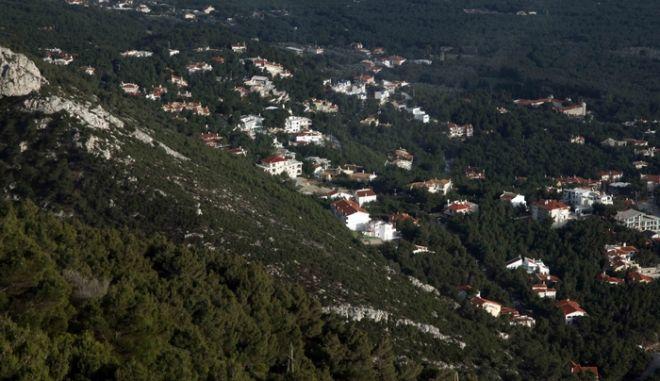 Στιγμιότυπο απο την δόμηση στην πλαγιά του βουνού της Πάρνηθας,στην πλευρά του Τελεφερίκ,στις 14 Φεβρουαρίου 2010 (EUROKINISSI / ΧΑΣΙΑΛΗΣ ΒΑΪΟΣ)