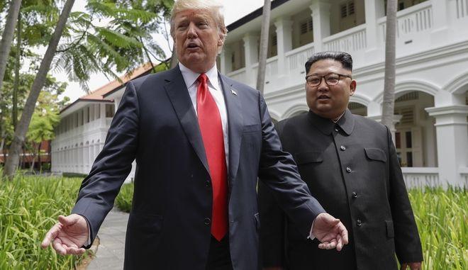 Οι δύο ηγέτες μπροστά σε δημοσιογράφους, μετά το γεύμα εργασίας
