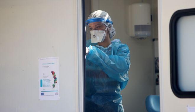 Κορονοϊός: Τα μέτρα που εισηγείται η Επιτροπή Εμπειρογνωμόνων στον Μητσοτάκη