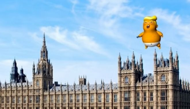"""Το πελώριο πορτοκαλί """"μωρό Τραμπ"""": Φορά πάνα και ετοιμάζεται για """"πτήση"""" στη Βρετανία"""