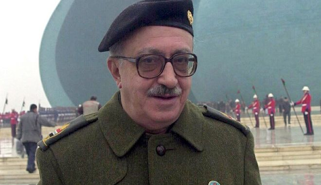 epa02413431 (FILE) An undated file picture shows former Iraqi deputy prime minister Tariq Aziz in Baghdad, Iraq. Former Iraqi foreign minister Tariq Aziz, for many years the public face of Saddam Hussein's Iraqi regime, was sentenced to death by hanging by the Iraqi Supreme Court in Baghdad on 26 October 2010.  EPA/ALI HAIDER