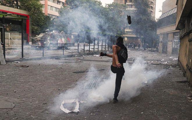 Διαδηλωτής στο Σαντιάγο, Χιλή