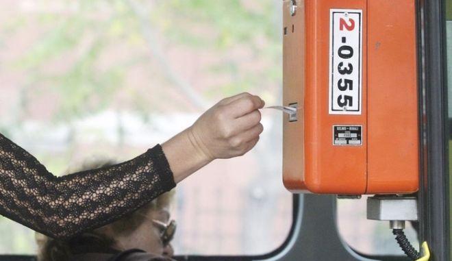 Ακυρωτικό μηχάνημα σε λεωφορείο