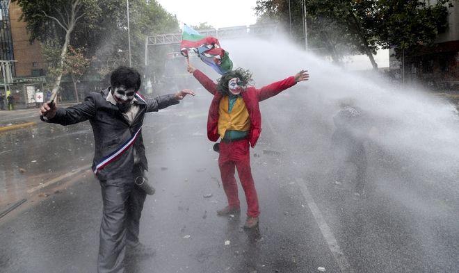 Διαδηλωτές ντυμένοι Τζόκερ, Σαντιάγο, Χιλή
